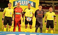 TUNJA - COLOMBIA, 28-09-2018: Edwin Trujillo (Cent.), árbitro, con los capitanes Omar Pérez (2 Izq.) de Patriotas F. C. y Germán Cano (2 Der.) de Deportivo Independiente Medellín, durante partido entre Patriotas F. C. y Deportivo Independiente Medellín, de la fecha 12 por la Liga de Aguila II 2018  en el estadio La Independencia en la ciudad de Tunja. /  Edwin Trujillo (C), referee, with the captains Omar Pérez (2 L) of Patriotas F. C. and German Cano (2 R) of Deportivo Independiente Medellin, during a match between Patriotas F. C. and Deportivo Independiente Medellin, of the 12th date for the Liga de Aguila II 2018 at La Independencia stadium in Tunja city. Photo: VizzorImage  /  José Miguel Palencia / Cont.
