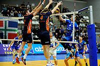 GRONINGEN - Volleybal, Lycurgus - Orion , Eredivisie, seizoen 2018-2019, 13-01-2019, Lycurgus speler Chris Voth met subtiel balletje over het blok