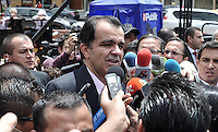 BOGOTA – COLOMBIA -15-06-2014: Oscar Iván Zuluaga candidato a la presidencia por el grupo político Centro Democrático, habla con la prensa durante  Elecciones Presidente de Colombia en la ciudad de Bogotá. Oscar Ivan Zuluga y el Presidente Candidato Juan Manuel Santos disputan una segunda vuelta. / Oscar Ivan Zuluaga presidential candidate by the political group Democratic Centre speaks with the media during the elections in the President of Colombia in Bogotá. Oscar Ivan Zuluaga and Candidat President Juan Manuel Santos disputed a second round.  Photo: VizzorImage / Luis Ramirez / Staff