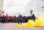 ***BETALBILD***  <br /> Stockholm 2015-05-25 Fotboll Allsvenskan Djurg&aring;rdens IF - AIK :  <br /> AIK:s supportrar med en r&ouml;kbomb p&aring; G&ouml;tgatan under marschen mot Tele2 Arena inf&ouml;r matchen mellan Djurg&aring;rdens IF och AIK <br /> (Foto: Kenta J&ouml;nsson) Nyckelord:  Fotboll Allsvenskan Djurg&aring;rden DIF Tele2 Arena AIK Gnaget supporter fans publik supporters