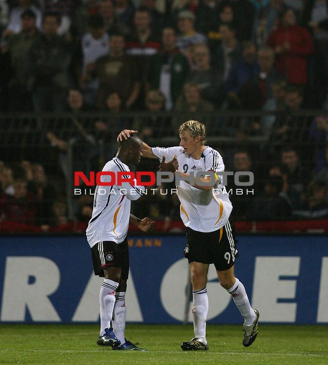 U 21 - L&scaron;nderspiel: Deutschland - Niederlande im Emslandstadion in Meppen.<br /> Stefan KieŖling (Deutschland, r) freut sich nach seinem Treffer zum 1:1 mir Nando Rafael (l).<br /> Foto &copy; nordphoto