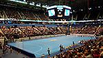 Handball Maenner 1. Bundesliga 2002/2003 Color Line Arena Hamburg (Germany) HSV Hamburg - SG Wallau-Massenheim (23:26) Uebersicht der Arena mit Handballfeld und Zuschauern.