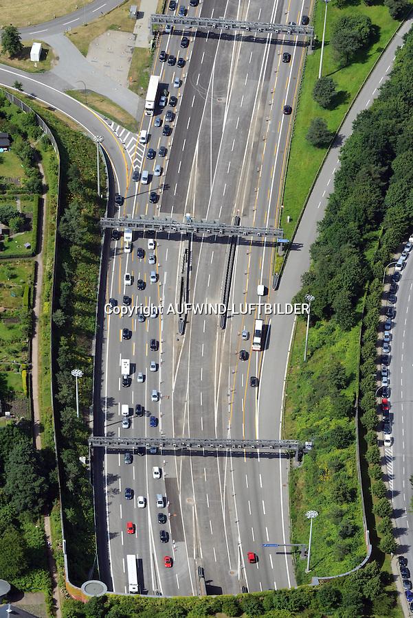 Tunnelmund des Elbtunnels auf der Nordseite: EUROPA, DEUTSCHLAND, HAMBURG, (EUROPE, GERMANY), 29.06.2014 Tunnelmund des Elbtunnels auf der Nordseite