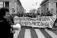 milano, manifestazione degli universitari della facoltà di scienze contro la riforma dell'istruzione --- milan, demonstration of students of the faculty of science against the school reform