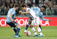 Calcio, Serie A: Juventus vs Lazio. Torino, Juventus Stadium, 20 aprile 2016.<br /> Juventus&rsquo; Hernanes, center, is challenged by Lazio&rsquo;s Lucas Biglia, left, and Keita Balde Diao during the Italian Serie A football match between Juventus and Lazio at Turin's Juventus Stadium, 20 April 2016.<br /> UPDATE IMAGES PRESS/Isabella Bonotto