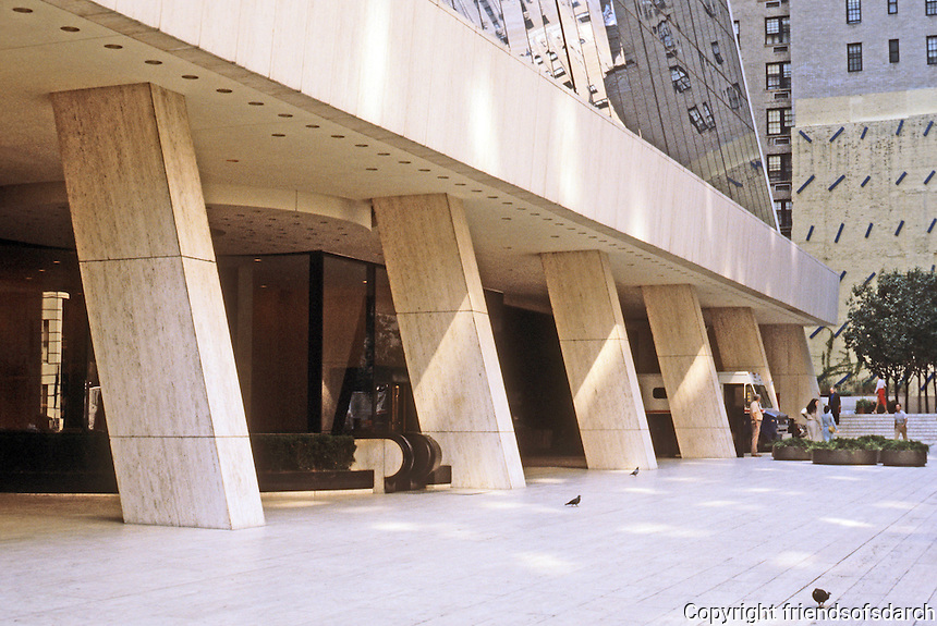 New York City: Solow Building, 9 W. 57th St. -- Street level. Gordon Bunshaft, S-O-M, 1974.