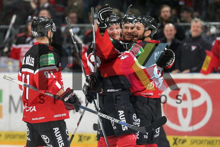 Wolfsburgs Felix Brueckmann (Nr.90) geschlagen, Tor Koelner Haie, Wolfsburgs Jeffrey Likens (Nr.9) und Wolfsburgs Tim Hambly (Nr.41) kommen zu spaet, Jubel der Koelner beim Spiel in der DEL, Koelner Haie - Grizzlys Wolfsburg.<br /> <br /> Foto &copy; PIX-Sportfotos *** Foto ist honorarpflichtig! *** Auf Anfrage in hoeherer Qualitaet/Aufloesung. Belegexemplar erbeten. Veroeffentlichung ausschliesslich fuer journalistisch-publizistische Zwecke. For editorial use only.