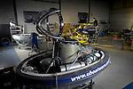 BREDA - In een loods in Breda demonteren medewerkers van U-Boat Worx een tweepersoons duikboot, de C-Quester2(CQ2), na een testvaart. Het scheepje is net als de eenpersoons CQ1 gemaakt van een polyester romp met een glasvezel drukkamer voor de bestuurder. De onderzeeër is ooit ontworpen door een Canadees en wordt momenteel verder ontwikkeld in Breda waarbij na certificering de verkoop van de tweepersoon begin volgend jaar verwacht wordt. COPYRIGHT TON BORSBOOM