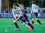 AMSTELVEEN - Mirco Pruyser (Adam) met Gijs van Wagenberg (Pinoke)  tijdens de competitie hoofdklasse hockeywedstrijd heren, Pinoke-Amsterdam (1-1)   COPYRIGHT KOEN SUYK