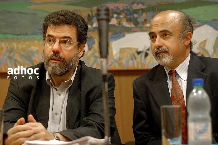 Gerardo Caetano y Alfonso Lessa. Historiador Gerardo Caetano y periodista Alfonso Lessa. Montevideo, 2007.<br /> URUGUAY / MONTEVIDEO / <br /> Foto: Ricardo Ant&uacute;nez / AdhocFotos<br /> www.adhocfotos.com