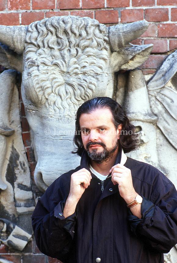 2000: CARLOS FRANZ, WRITER © Leonardo Cendamo