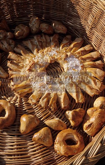 Europe/France/Auvergne/12/Aveyron/Villefranche-de-Rouergue: Crocande et échaudés sur le marché de la place Notre-Dame