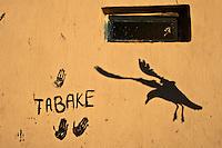 Afrique/Afrique du Nord/Maroc/Essaouira: Au port empreintes de main sur un mur et mouettes