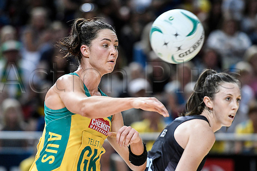 09.10.2016. Qudos Bank Arena, Sydney, Australia. Constellation Cup Netball. Australia Diamonds versus New Zealand Silver Ferns. Australias Sharni Layton passes the ball forward. The Diamonds won the game 68-56.