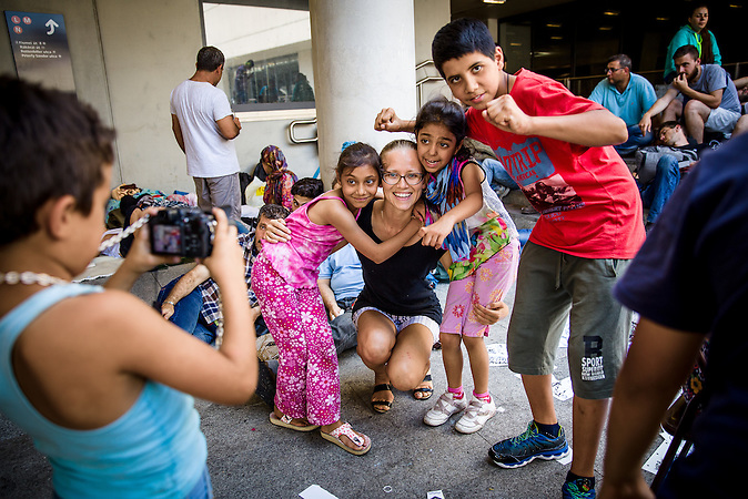 Fatima (Afg.), Anna (Russia), Maldi (Syria), Mehdi (Afg.) are posing for a photo at the underpass of Keleti Railway station. Anna is russian born but she lives in Budapest and she voluntairly came to the immigrant children to play wit them and she let them use her camera to take photos of each other.// Situation nach der Räumung der Flüchtlinge  am Keleti Bahnhof in Budapest //  Situation at the Keleti Railwaystation in Budapest Hungary 01.09.2015