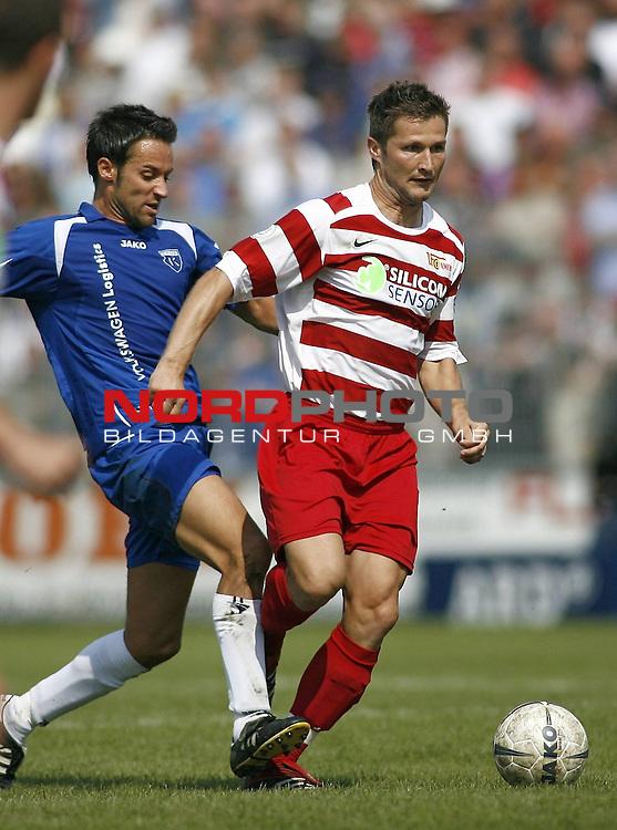 RLN 2007/2008 4. Spieltag Hinrunde<br /> BSV Kickers Emden - 1. FC Union Berlin<br /> Michael Bemben (Union#24) - Tom Moosmayer (Emden#8) <br /> <br /> Foto &copy; nph (  nordphoto  )<br /> <br /> <br /> <br />  *** Local Caption ***
