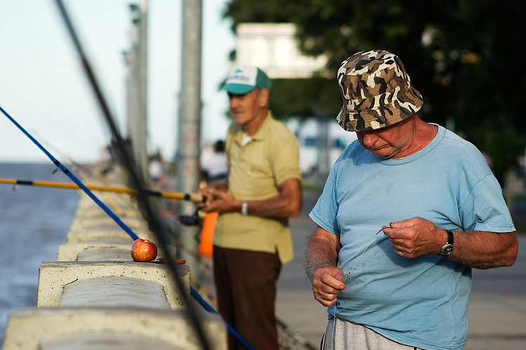 "Many fishermen gather around the north shore known as ""Costanera Norte"" or walk the long pier of the ""Club de Pescadores"". The quality and quantity of the catch was deeply affected by the increased pollution of the water in the last decades."