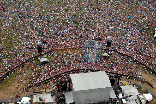 Robbie Williams concert Phoenix Park Dublin 130,000 strong crowd.Picture Eoin Clarke/Newsfile..This Picture is sent to you by Newsfile:.3 The View,.Millmount Abbey,.Drogheda,.Co. Meath,.Ireland..Tel: +353(0)41-9871240.Fax: +353(0)41-9871260.GSM: +353(0)862500958.email:pictures@newsfile.www.newsfile.ie..Picture sent to you by francaffrey@newsfile.ie