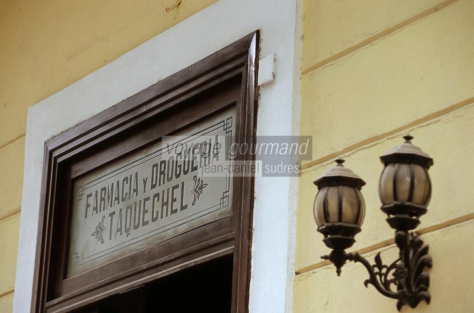 Cuba/La Havane: Détail enseigne d'une pharmacie Calle Obispo