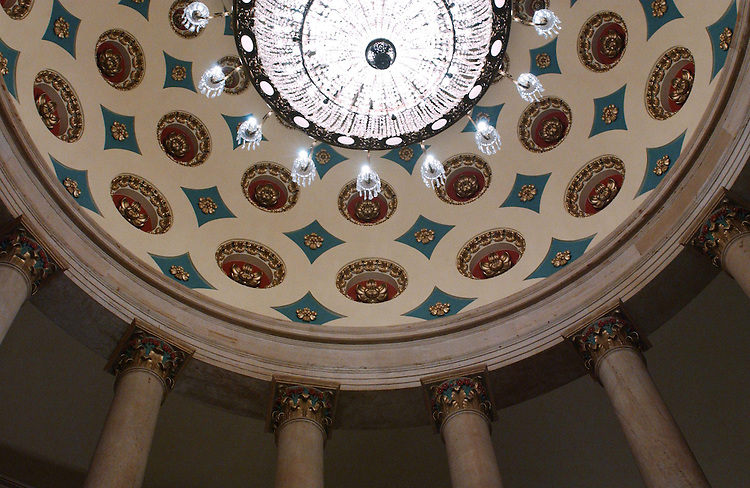 10/27/04.SMALL ROTUNDA NEAR MAIN ROTUNDA IN U.S. CAPITOL--View from the first floor of the dome of the small rotunda (there is no special name for this, according to the office of the Architect of the Capitol) on the Senate side near the main, central Rotunda in the U.S. Captiol..CONGRESSIONAL QUARTERLY PHOTO BY SCOTT J. FERRELL