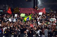SÃO PAULO,SP, 18 Junho 2013 - Manifestacao em pela reducao do valor das passagem que acontece nesta terca feira 18 na Praca da Se regiao central de Sao Paulo.na foto manifestante na avenda Paulista  FOTO ALAN MORICI - BRAZIL FOTO PRESS