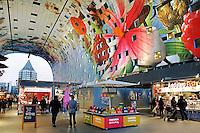 Rotterdam - De Markthal te Rotterdam is een woon- en winkelgebouw met inpandige markthal, gesitueerd bij Blaak. De opening vond plaats op 1 oktober 2014 . Het interieur van de hal is gedecoreerd met afbeeldingen van fruit en bloemen. De appartementen, die aan de buitenkant van het gebouw gevestigd zijn, kijken ook uit op de Markthal