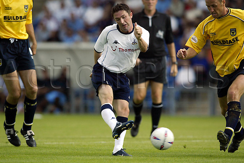 20th July 2003: ROBBIE KEANE kicks the ball, Oxford United 0 v TOTTENHAM HOTSPUR 3, Pre-Season Friendly, Kassam Stadium. Photo: Glyn Kirk/Action Plus...2003 .Soccer Football.Footballer footballers player players .030720