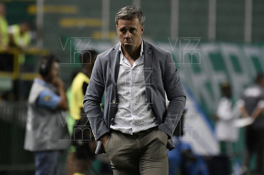 PALMIRA - COLOMBIA, 20-07-2019: Lucas Pusineri técnico del Cali gesticula durante partido entre Deportivo Cali y Jaguares de Córdoba por la fecha 2 de la Liga Águila II 2019 jugado en el estadio Deportivo Cali de la ciudad de Palmira. / Lucas Pusineri coach of Cali gestures during match between Deportivo Cali and Jaguares de Cordoba for the date 2 as part Aguila League II 2019 played at Deportivo Cali stadium in Palmira city. Photo: VizzorImage / Gabriel Aponte / Staff