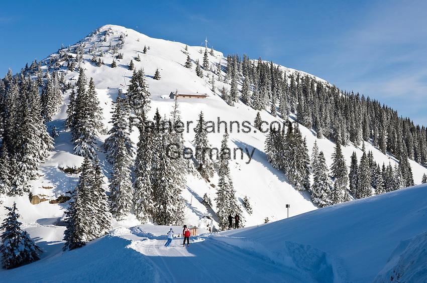 Germany, Bavaria, Upper Bavaria, Tegernseer Valley, Winter at Wallberg mountain, ski run, view at Wallberg peak