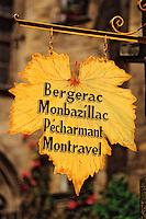 Europe/France/Aquitaine/24/Dordogne/Vallée de la Dordogne/Périgord/Périgord Noir/Sarlat-la-Canéda: Enseigne de caviste spécialisé en vin AOC de Dordogne