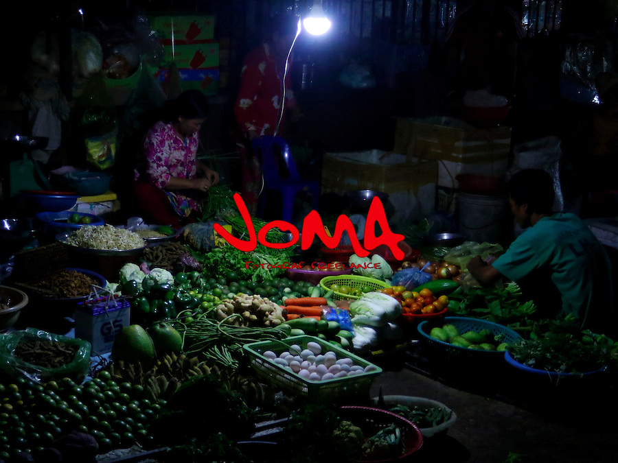 NIGHT MARKET IN PSAR NAT AT BATTAMBANG