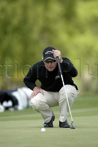7 May 2004: Swedish golfer Henrik Stenson lines up a putt during the second round of the Daily Telegraph Damovo British Masters played at the Marriott Forest of Arden, Birmingham. Photo: Neil Tingle/Action Plus..040507 golf golfer golfers
