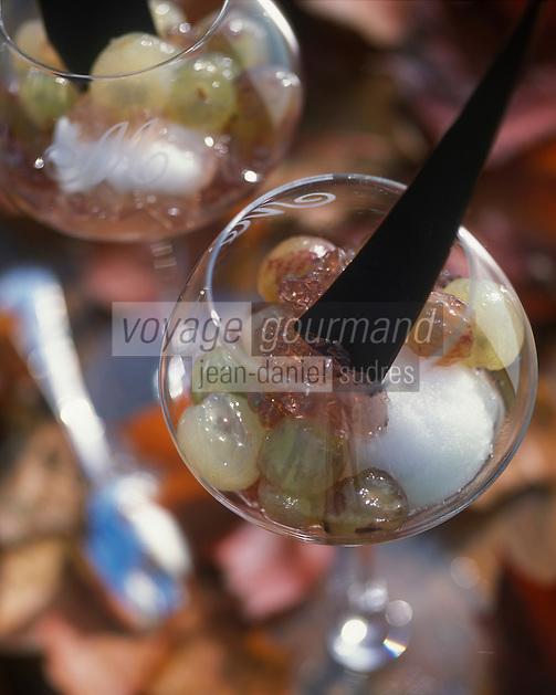 """Europe/France/Alsace/67/Bas-Rhin/Lembach : Fraîcheur au raisin et son sorbet arrosés au Crémant d'Alsace - Recette de Fernand Mischler de l'hôtel-restaurant """"Le Cheval Blanc"""""""
