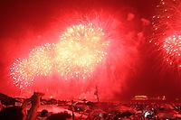 RIO DE JANEIRO, RJ, 31 DEZEMBRO 2011 - REVEILLON PRAIA DE COPACABANA -  Queima de fogos durante virada de ano na praia de Copacabana no Rio de Janeiro. (FOTO: MILENE CARDOSO - NEWS FREE).