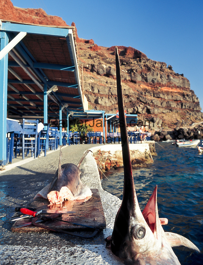 Greece; Cyclades; Santorini; Ammoudi; harbour beneath of Ia, freshly caught sword fish fillet at the pier | Griechenland; Kykladen; Santorini; Ammoudi: Hafen unterhalb von Ia, fangfrischer Schwertfisch direkt am Kai zerlegt