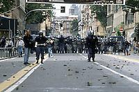 20 LUG 2001 Genova: vertice G8, scontri per impedire ai manifestanti antivertice di raggiungere la zona rossa (Genoa Social Forum).