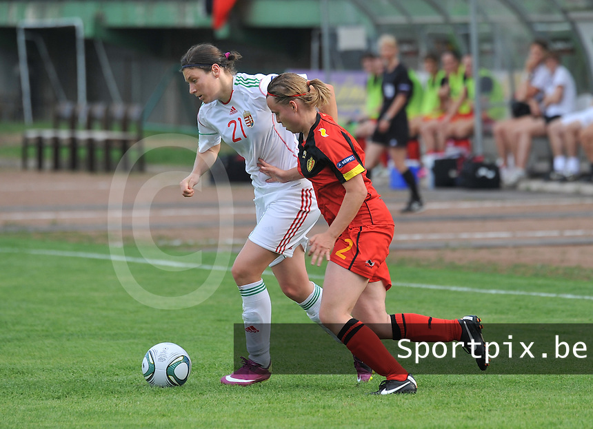 Hungary - Hongarije : UEFA Women's Euro Qualifying group stage (Group 3) - 20/06/2012 - 17:00 - szombathely  - : Hungary ( Hongarije ) - BELGIUM ( Belgie) :.Bernadett Zagor aan de bal voor Stefanie Van Broeck.foto DAVID CATRY / JOKE VUYLSTEKE / Vrouwenteam.be.
