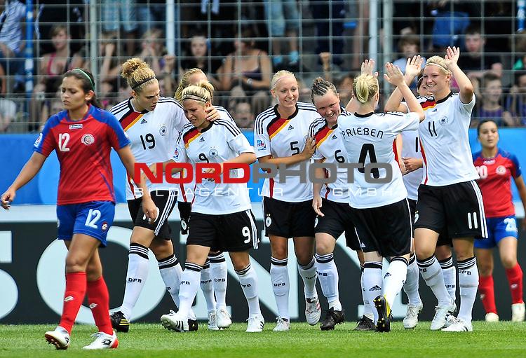 13.07.2010, Ruhrstadion, Bochum, GER, FIFA U-20 Frauen Worldcup, Deutschland vs Costa Rica, im Bild Deutscland feiert deb Treffer zum 4:1, Foto © nph / Roth