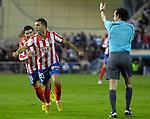 MADRID, Spain (14/02/10).-Liga BBVA de futbol. Partido Atletico de Madrid-FC Barcelona..Simao Sabrosa y Jose Antonio Reyes.©Raul Perez ..