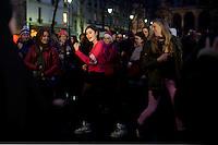 flash mob : ragazze danzano , contro la violenza sulle donne