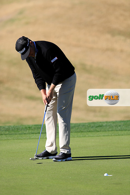Jason Bohn (USA) putts on the 1st green during Saturday's Round 3 of the 2017 CareerBuilder Challenge held at PGA West, La Quinta, Palm Springs, California, USA.<br /> 21st January 2017.<br /> Picture: Eoin Clarke | Golffile<br /> <br /> <br /> All photos usage must carry mandatory copyright credit (&copy; Golffile | Eoin Clarke)