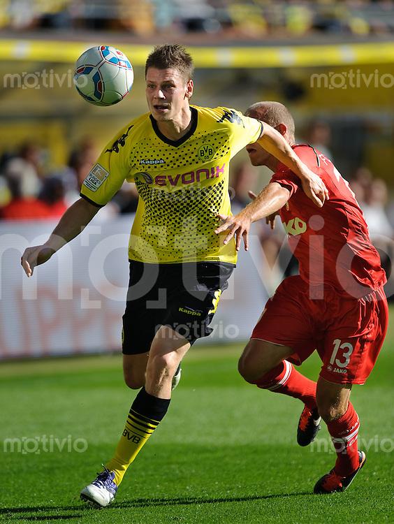 Fussball Bundesliga Saison 2011/2012 8. Spieltag Borussia Dortmund - FC Augsburg V.l.: Lukasz PISZCZEK (BVB), Tobias WERNER (Augsburg).