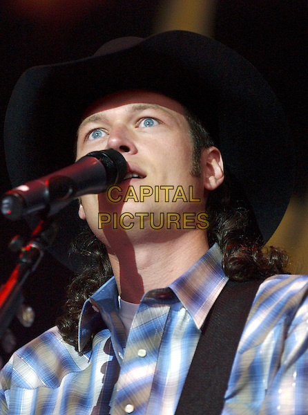 BLAKE SHELTON.Blake Shelton performs at Post-Gazette Pavilion, Pittsburgh, Pennsylvania.May 28th, 2005.Photo Credit: Laura Farr/AdMedia.stage concert live performance gig singing headshot portrait hat singing.www.capitalpictures.com.sales@capitalpictures.com.© Capital Pictures.