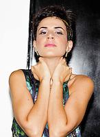 SAO PAULO, SP, 31 DE JANEIRO 2012. A cantora Mariana Aydar no camarim, onde se apresentou na Exposamba, na noite em que o homenageado foi o cantor Joao Nogueira, no HSBC BRASIL, em Santo Amaro, regiao sul de SP, na noite desta terca-feira, 31. FOTO: MILENE CARDOSO - NEWS FREE