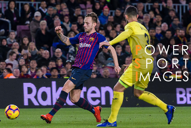 Ivan Rakitic of FC Barcelona (L) in action against Alvaro Gonzalez of Villarreal (R) during the La Liga 2018-19 match between FC Barcelona and Villarreal at Camp Nou on 02 December 2018 in Barcelona, Spain. Photo by Vicens Gimenez / Power Sport Images