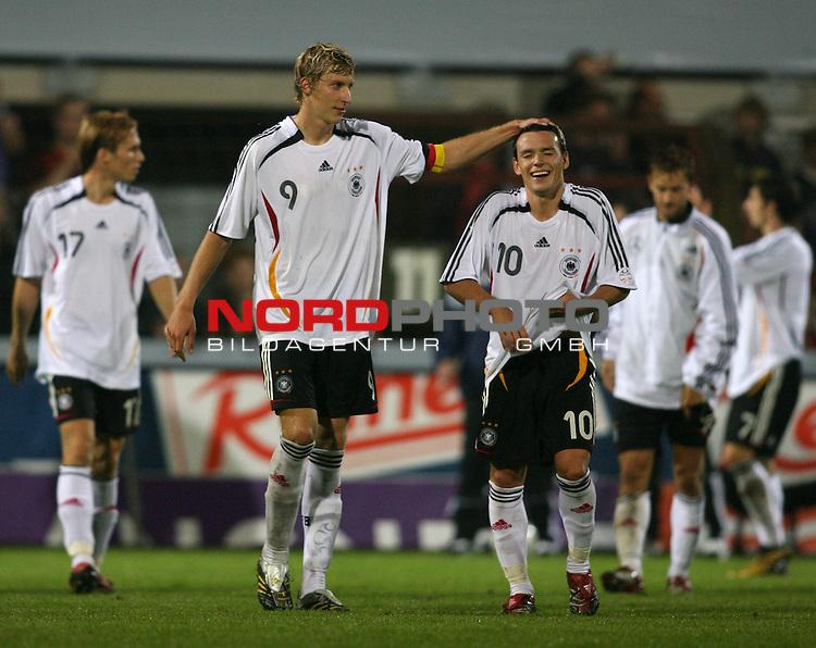 U 21 - L&scaron;nderspiel: Deutschland - Niederlande im Emslandstadion in Meppen.<br /> Die beiden TorschŁtzen der deutschen Mannschaft, Stefan KieŖling und Piotr Trochowski (l-r) freuen sich nach Spielende. Endstand: 2:2.<br /> Foto &copy; nordphoto