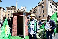 Roma, 17 Maggio 2017<br /> Sauro Turroni.<br /> Conferenza stampa del Partito dei Verdi contro l'abusivismo e costruzione di una casetta di legno davanti al Pantheon per protestare contro la legge Blocca demolizioni abusive in discussione al Senato.