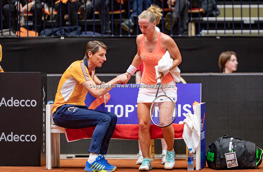 Den Bosch, The Netherlands, Februari 9, 2019,  Maaspoort , FedCup  Netherlands - Canada, First round match : Richel Hogenkamp (NED) on changeover with Captain Paul Haarhuis<br /> Photo: Tennisimages/Henk Koster