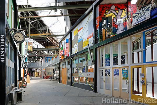 Amsterdam- Noord. NDSM-Werf. In de gebouwen op de voormalige werf zijn nu ateliers gevestigd