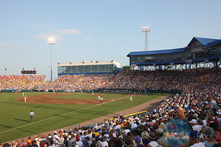 22 JUNE 2009:  Louisiana State University takes on the University of Texas during the Division I Men's Baseball Championship held at Rosenblatt Stadium in Omaha, NE.  Jamie Schwaberow/NCAA Photos